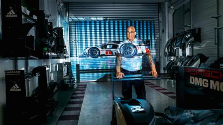 Amiel Lindesay (LMP1 Pit crew chief) in front of a projection of the 919 Hybrid (2016)
